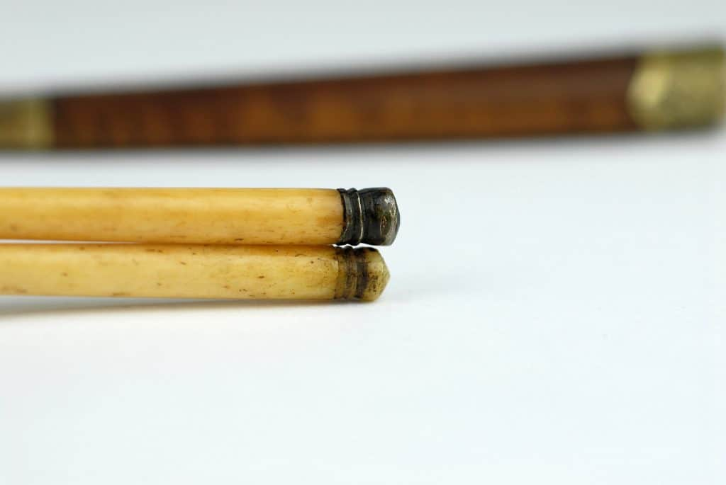 A good Chinese trousse with wooden handle.